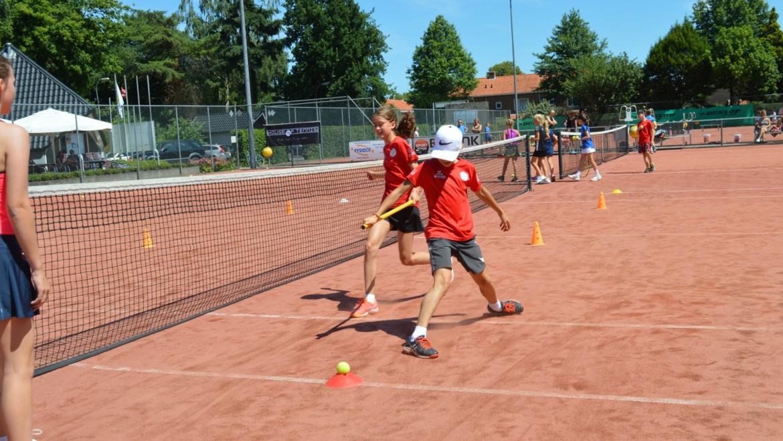 90 kinderen van alle parken: heerlijke Deventer tennisdag